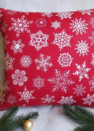 Новогодняя красная наволочка 40*40 см снежинки с водоотталкивающей ткани