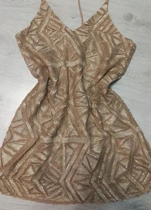 Эффектное нарядное платье в паетках
