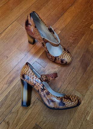 Новые итальянские кожаные лаковые оранжевые / черные / с анималистичным принтом туфли fiorangelo.