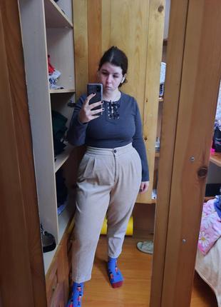 Бежевые вельветовые брюки