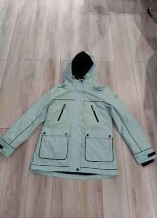 Продам суперову нову жіночу куртку осіню