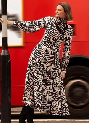 Невероятное макси-платье с винтажным принтом, созданным дизайнером ричардом алленом
