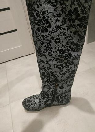 Черно-серые ботфорты в винтажном стиле