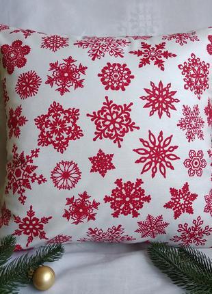 Новогодняя белая наволочка 40*40 красные снежинки
