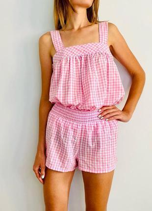 Красива яскрава легка рожева піжама
