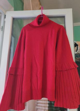 Красивущий алый свитер под горло с оригинальными рукавами