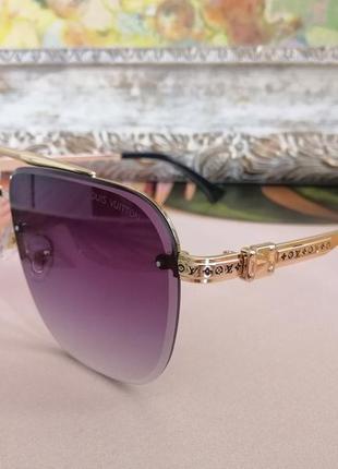 Шикарные солнцезащитные очки  унисекс в металлической оправе