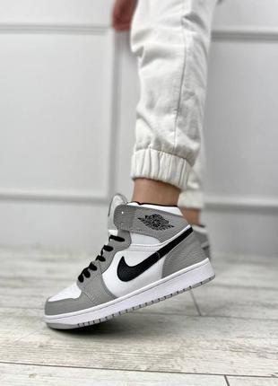 Стильные женские кроссовки nike air jordan осень зима весна