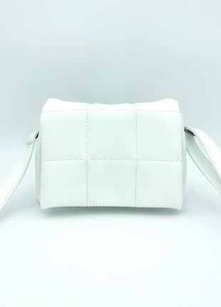 Белая маленькая молодежная сумочка кросс боди через плечо мини сумка на длинном ремешке