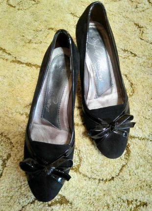 Замшевые туфли на небольшом каблуке sylvia klemens (испания) 100% кожа, замша