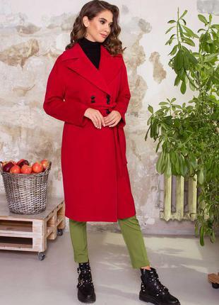 Женское двубортное кашемировое пальто в классическом стиле.