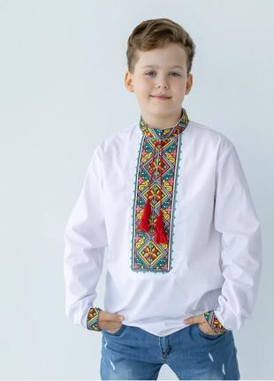 Підліткова вишиванка з кольоровою вишивкою