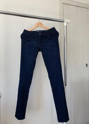 Темно синие скини джинсы levis