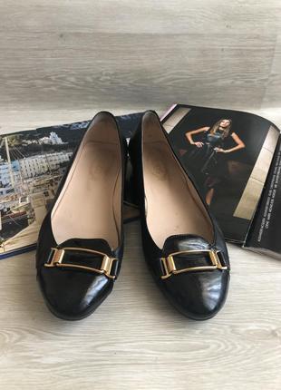 Чёрные кожаные туфли