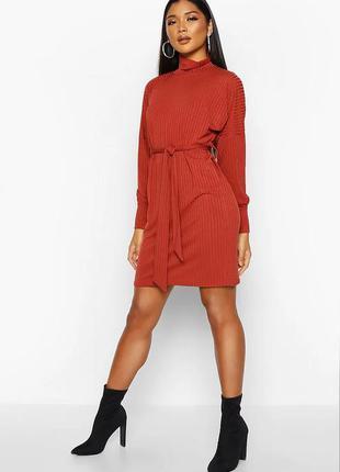 Стильное платье в рубчик с поясом от boohoo