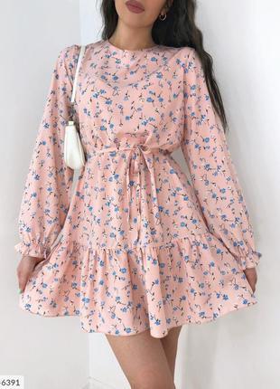 Женское короткое платье в цветочек