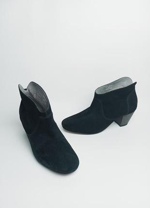 Замшевые ботильоны ботинки h london 40р.