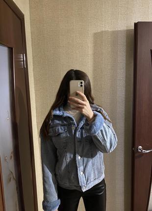 Джинсовая куртка с мехом женская голубая, теплая куртка на осень
