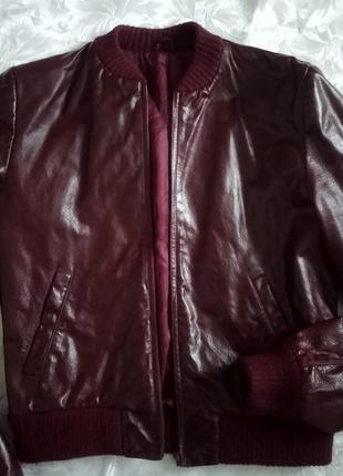 Кожаный бомбер куртка демисезон бордовая цвета вина