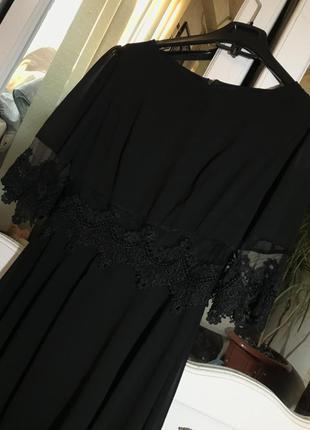 Платье с кружевами