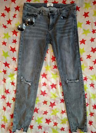 Стильные укороченые джинсы, рваные, высокая посадка, серые, стильные