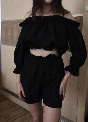 Костюм топ с открытыми плечами + шорты