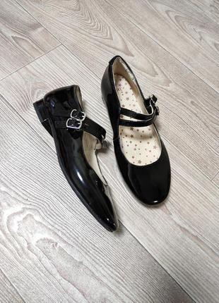Лаковые туфли балетки на низком ходу кожа кожаные внутри