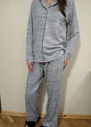 Мягкая и комфортная пижама в красивом принте m&s на размер м (по бирке 14)