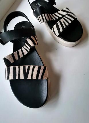 Кожаные сандали с тигровым принтом