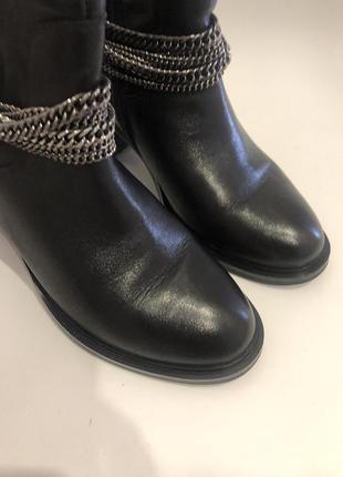 Сапоги attizzare покупались в миратоне. размер 39. идеальное состояние царапин нет, были одеты пару раз.