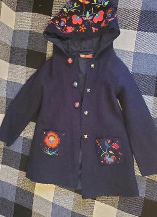 Вовняне пальто для дівчинки.