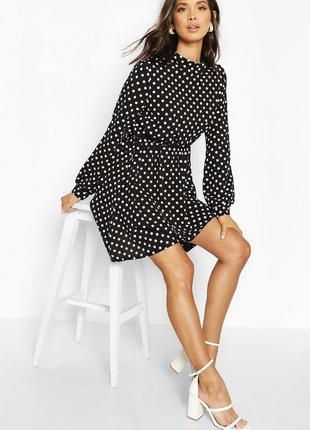 Платье с плиссированной юбкой в горошек  boohoo   чёрный ⚫️  тонкая 💭  лёгкая 💭   белый горошек 💭