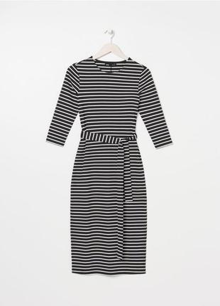 Стильное фирменное платье sinsay