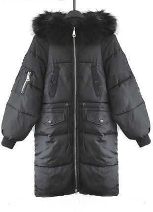 Теплая черная куртка - пуховик с большим меховым капюшоном