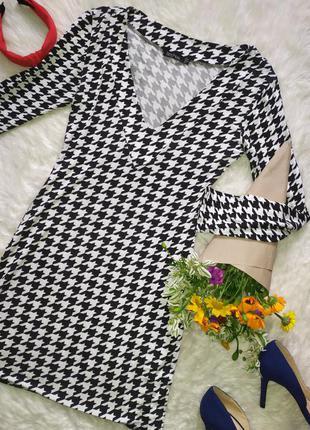 Вискозное платье в гусиную лапку по фигуре размер s бренд boohoo