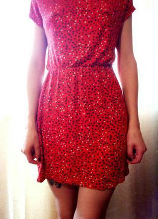Милое платье, приятное к телу