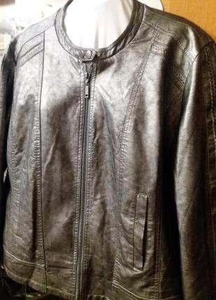 Нарядная новая куртка р. 20-22