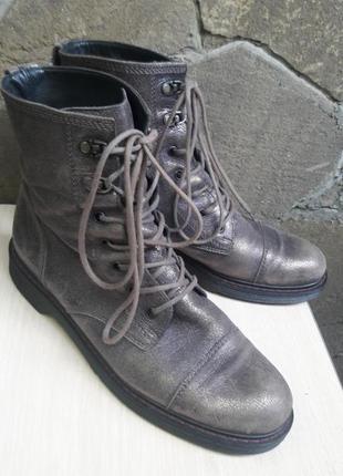 Шикарные кожаные ботинки.