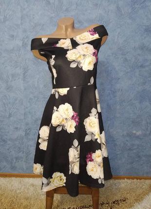Шикарное платье миди с открытыми плечами и пышной юбкой