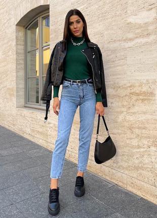 Вибілені джинси мом з високою талією