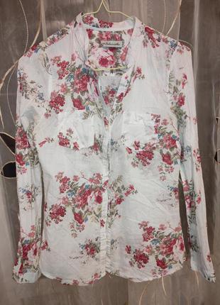 Рубашка в цветочек без воротника