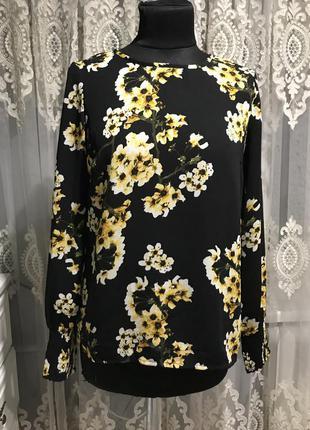 Блузка в цвети