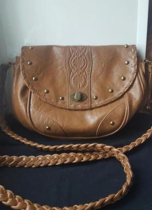 Маленькая удобная коричневая сумка atmosphere