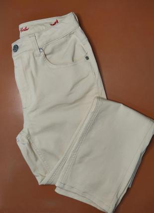 Трендовые джинсы прямого кроя на высокой посадке
