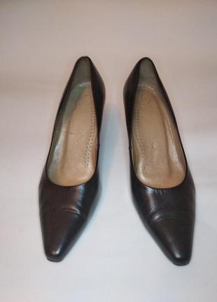 Кожаные туфли- лодочки