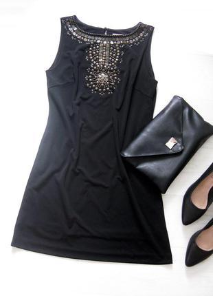 Чёрное короткое платье mango расшитое декором