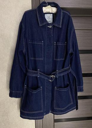 Джинсовая куртка, джинсовка с накладными карманами и ремешком pull&bear