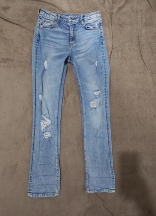 Женские рваные джинсы на высокой посадке