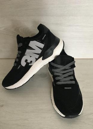 Легкие кожаные кроссовки