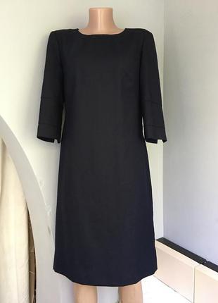 Платье офисное стильное из натуральной шерсти.
